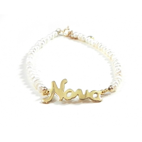 Gold plated bracelet with the word Nona and fresh water pearls