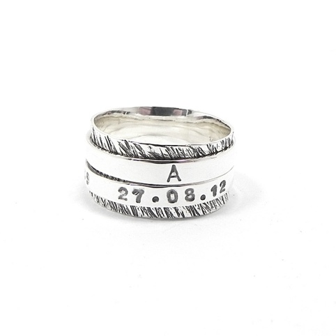 Spinner ring with names
