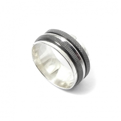 Silver ring 10mm with 3 spinners