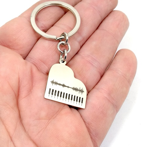 Classic guitar keychain with your personal message soundwave, personalized waveform keychain